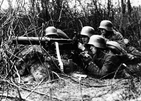 German machine gun crew